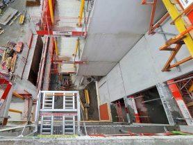 Liftroller Floor ferdig montert og sikret på dekkekant sett ovenfra