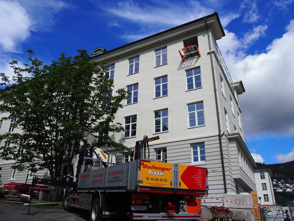 Stoltz Entreprenør har kjøpt sin første Liftroller og har tatt i bruk systemet under rehabiliteringen av Meteorologisk Institutt i Bergen.