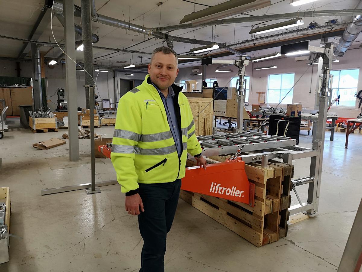 Krzysztof Sledzki, Production and Service Manager
