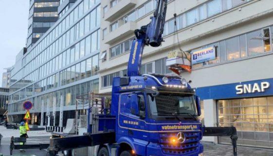 inntransport av byggemateriell på Liftroller Wall, Foto: Berland Bygg AS
