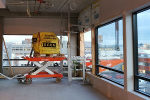 Bigbag med byggavfall på europall, på Liftroller Wagon