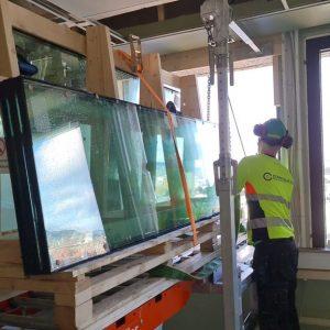 Inntransport på Liftroller Wall på Bergen Rådhus