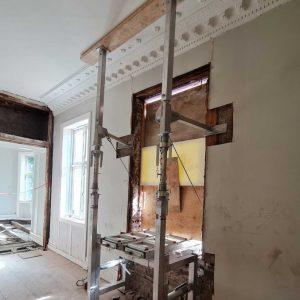 Ferdig montert Liftroller Wall sett fra innsiden av bygningen.