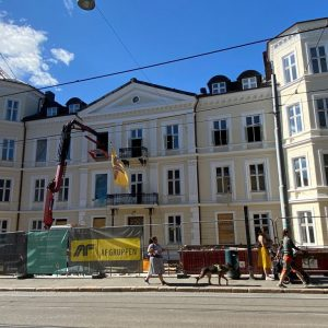 To Liftroller Wall montert på fredet fasade på bygård i Inkognitogata 33 Oslo